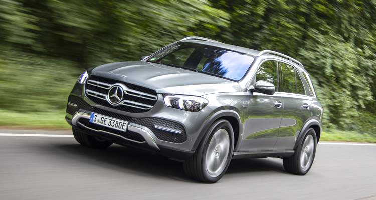 GLE 350 de 4MATIC;Kraftstoffverbrauch gewichtet 1,1 l/100 km, CO2-Emissionen gewichtet 29 g/km, Stromverbrauch gewichtet 25,4 kWh/100 km*  GLE 350 de 4MATIC;Weighted fuel consumption 1.1 l/100 km, weighted CO2 emissions 29 g/km, weighted power consumption 25.4 kWh/100 km*
